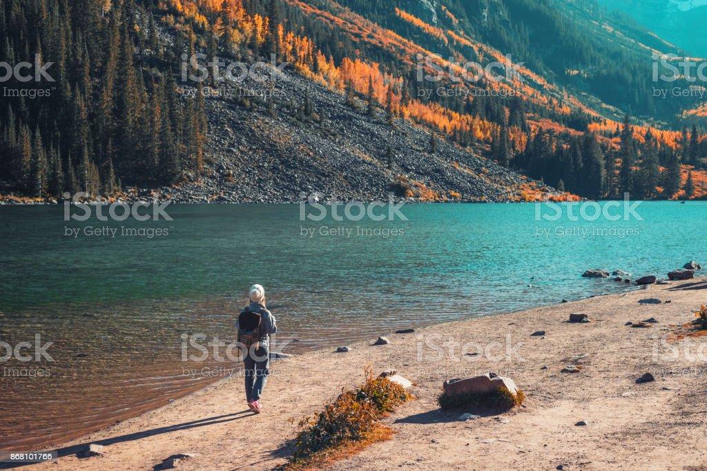 Junge Frau Wandern in Aspen, Colorado – Foto