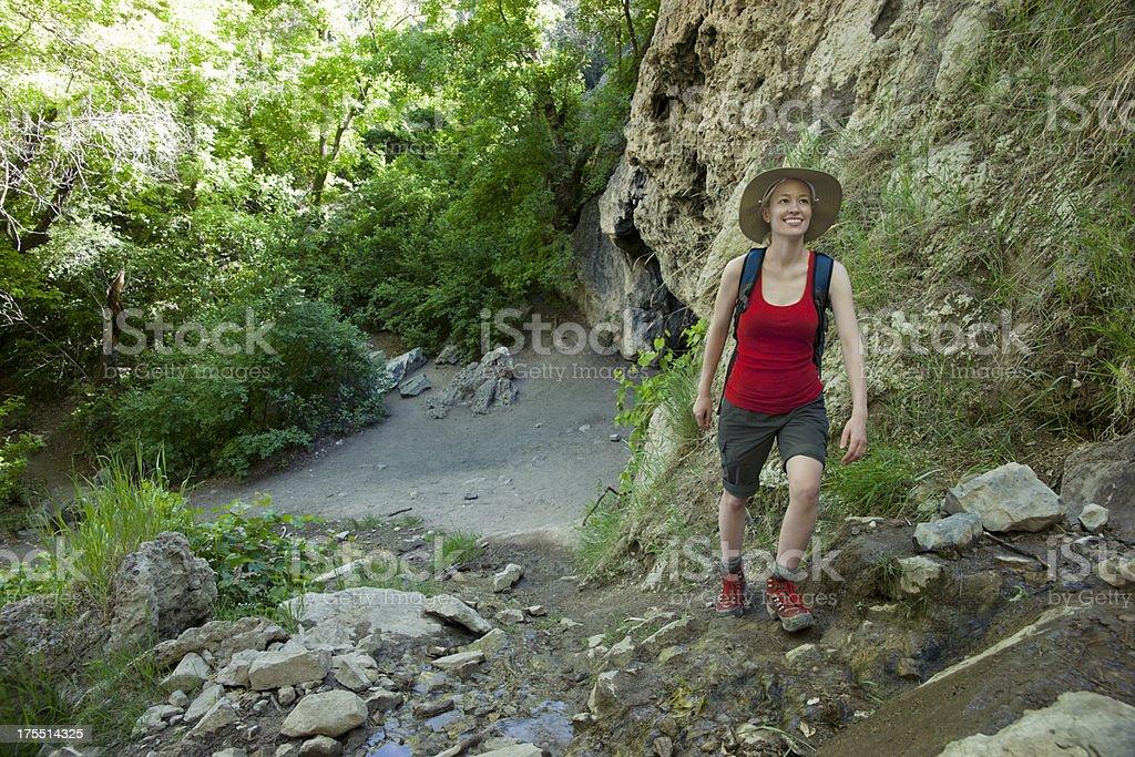 Junge Frau Wandern Lizenzfreies stock-foto