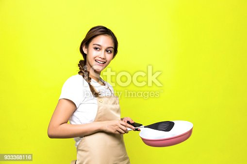 488109116istockphoto Young woman holding a pan. 933368116
