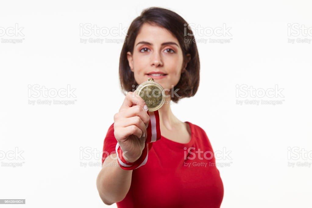jonge vrouw bedrijf gouden medaille - Royalty-free 20-29 jaar Stockfoto