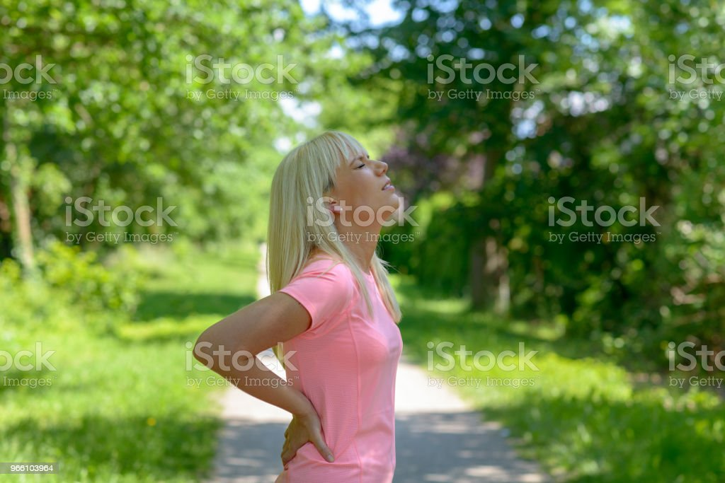 Young woman holding her lower back - Royalty-free Adulto Foto de stock