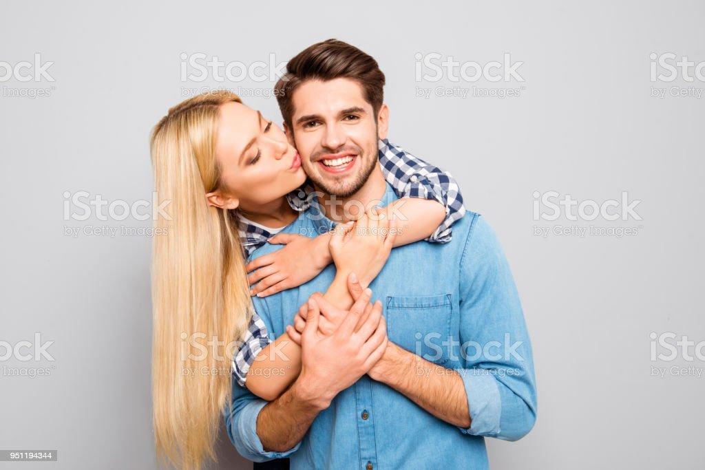 Dating eines jüngeren Kerls 3 Jahre