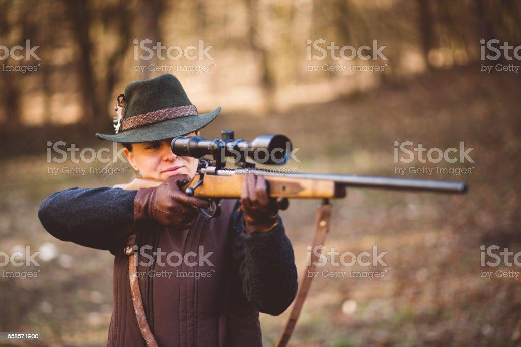 junge Frau, die Jagd - Lizenzfrei Abenteuer Stock-Foto