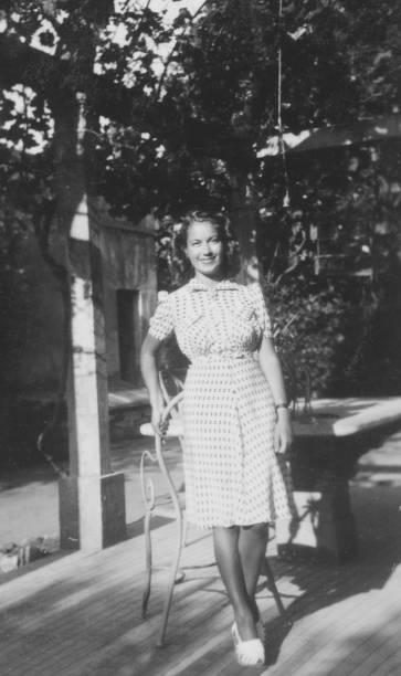 1934 年に若い女性は。黒と白の写真 - 1930~1939年 ストックフォトと画像