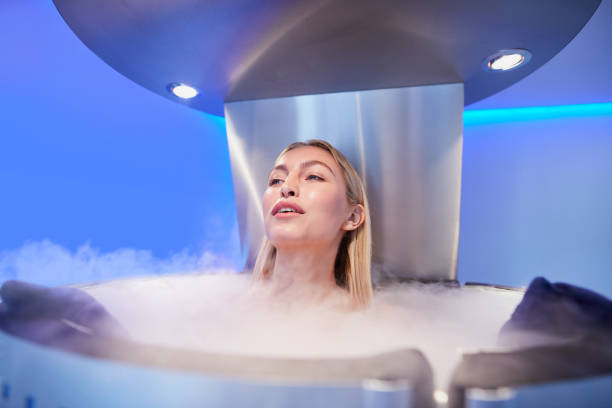 young woman in a cryo sauna chamber - crioterapia foto e immagini stock
