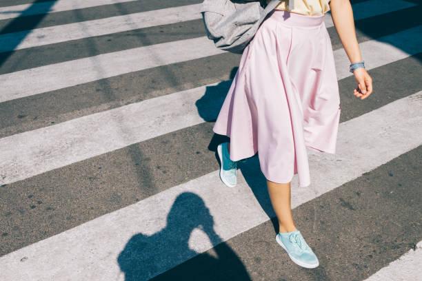 young woman in a pink skirt and sneakers - spódnica zdjęcia i obrazy z banku zdjęć