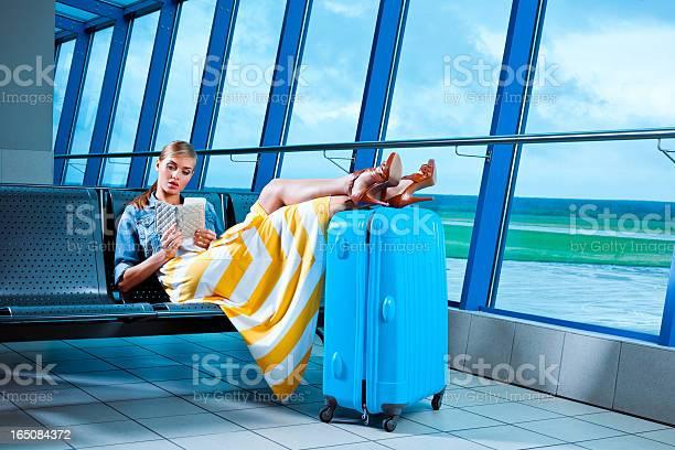 Young woman in an airport lounge picture id165084372?b=1&k=6&m=165084372&s=612x612&h=vvj1uulyh5ivtelkm4y jldzarncekj ockbljzqidm=
