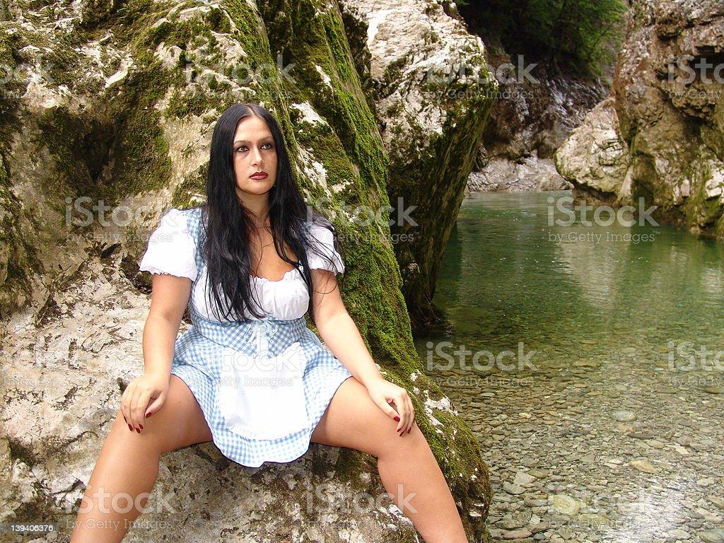 Junge Frau in Österreich auf einem See – Foto