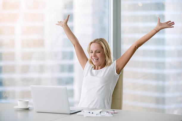 young woman in euphoria - happy test results - fotografias e filmes do acervo