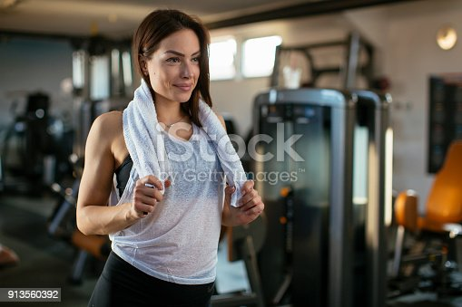 619088796 istock photo Young woman in gym 913560392