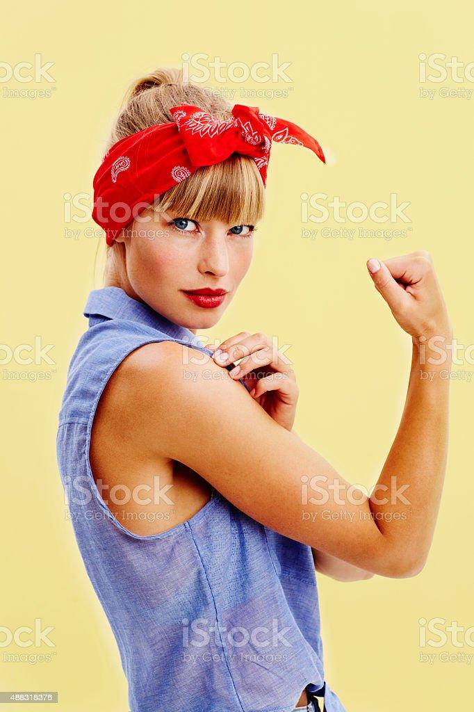 Giovane donna in abbigliamento retrò - foto stock