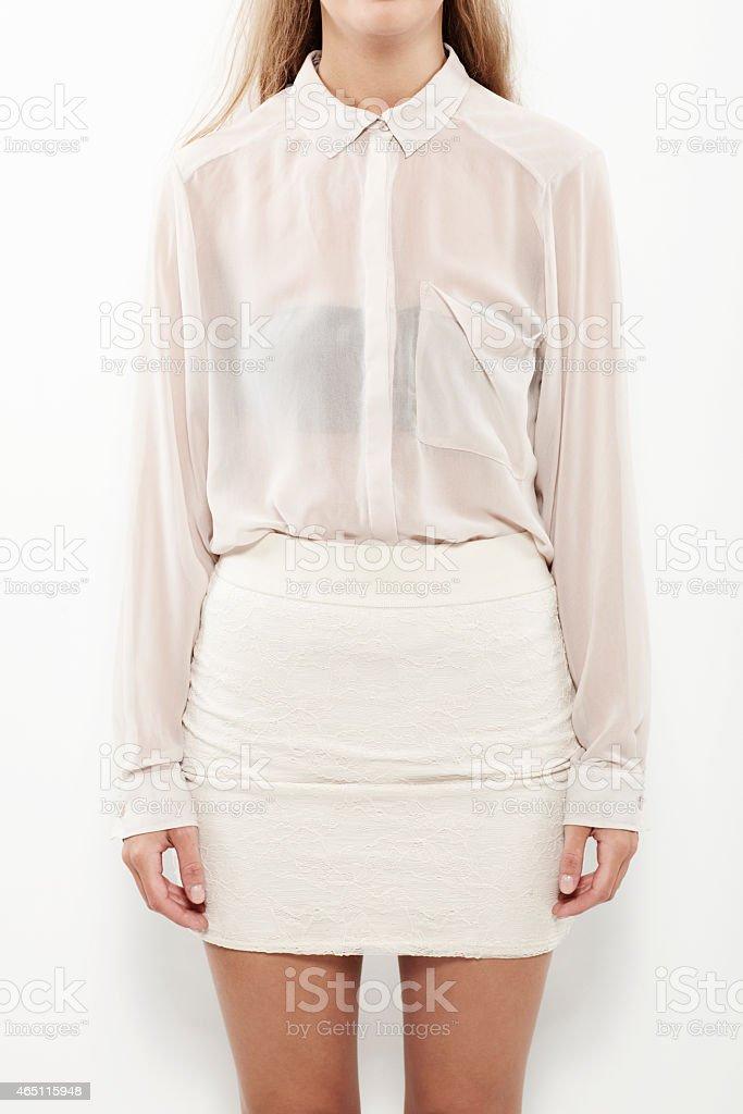 Fotografía de Mujer Joven En Camisa Y Falda Transparente De Cerca y ... c43c491bc5e8