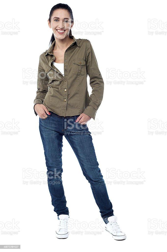 56598556d7e2 Moda Mujer Joven En Ropa Informal Foto de stock y más banco de ...