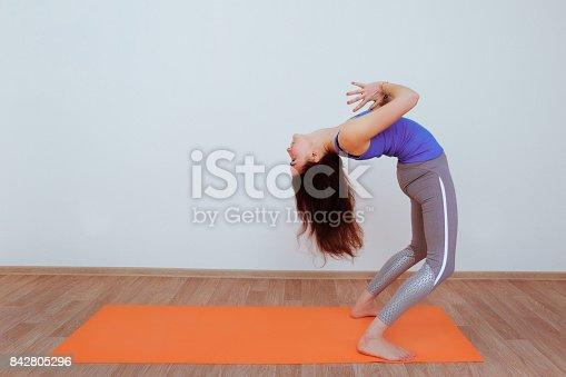 istock Mujer joven en yoga asana - postura de puente. Mujer con cabello  largo y 2de6084de8d5