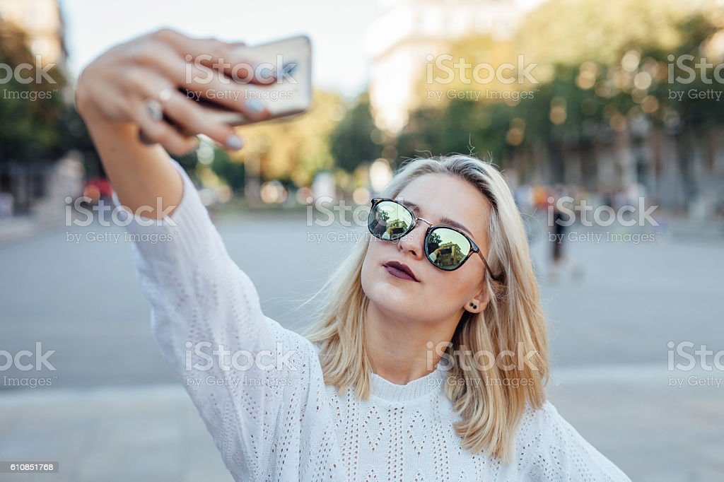 Young woman is taking a selfie by mobile phone. – Foto