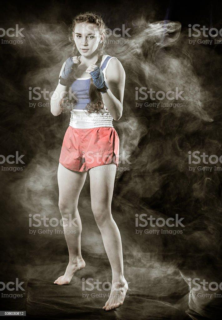 Mulher jovem Kickboxer - foto de acervo