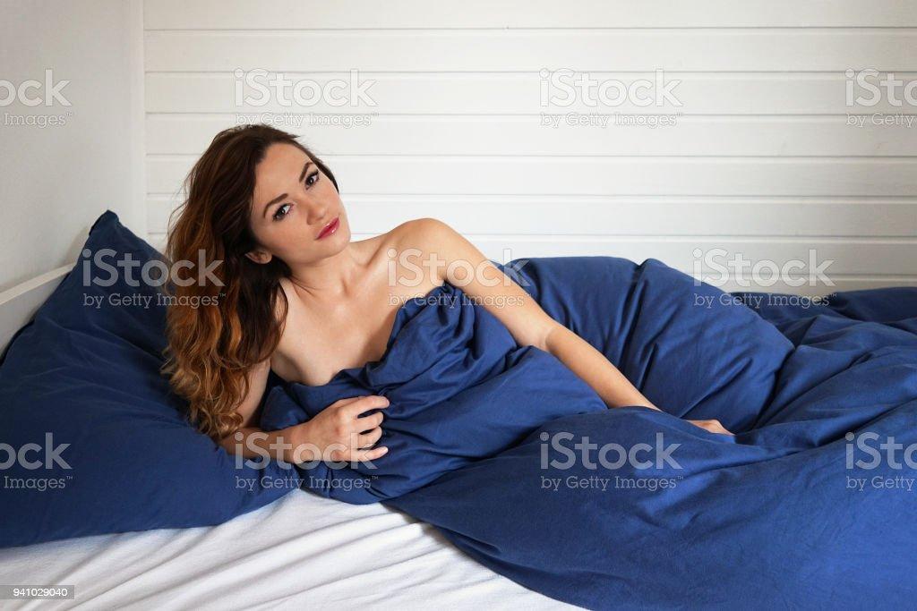 Junges Girl, Allein Im Bett