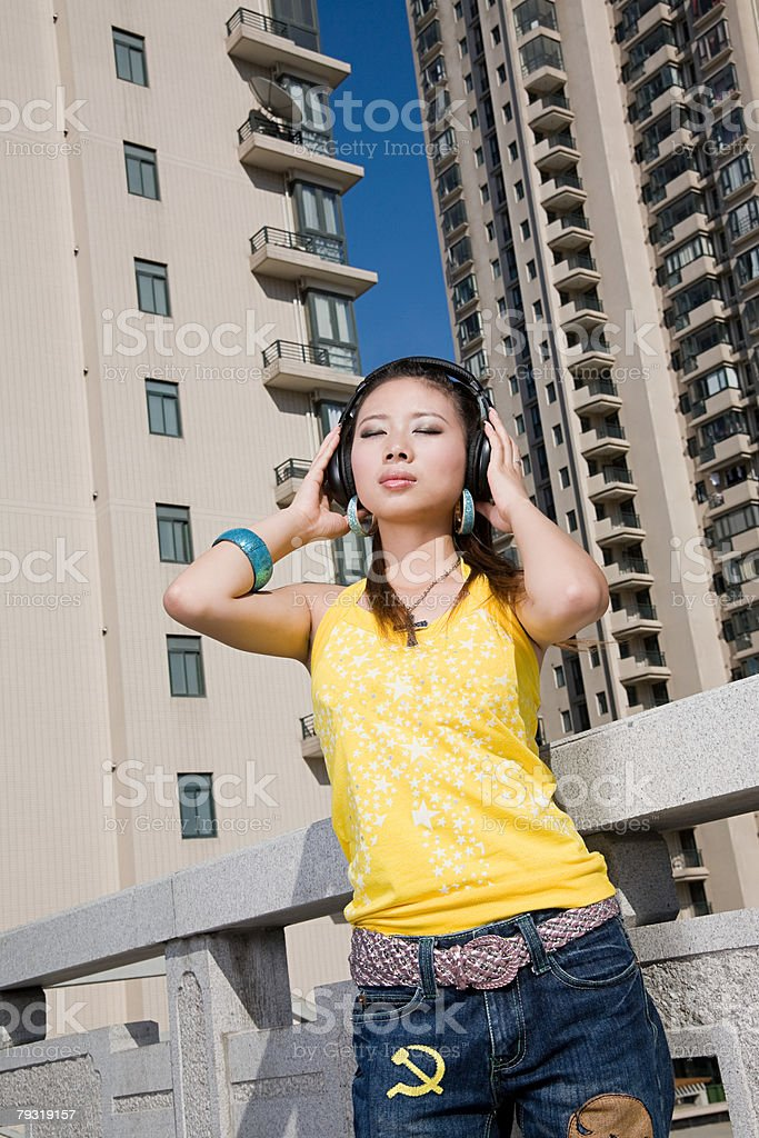 Young woman listening to music 免版稅 stock photo