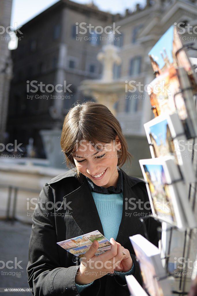 Young woman looking at postcards Lizenzfreies stock-foto