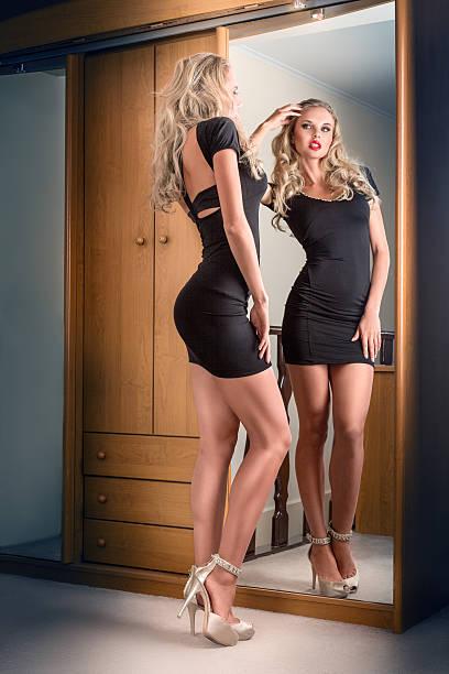40e934f2a Mini Vestido - Banco de fotos e imágenes de stock - iStock