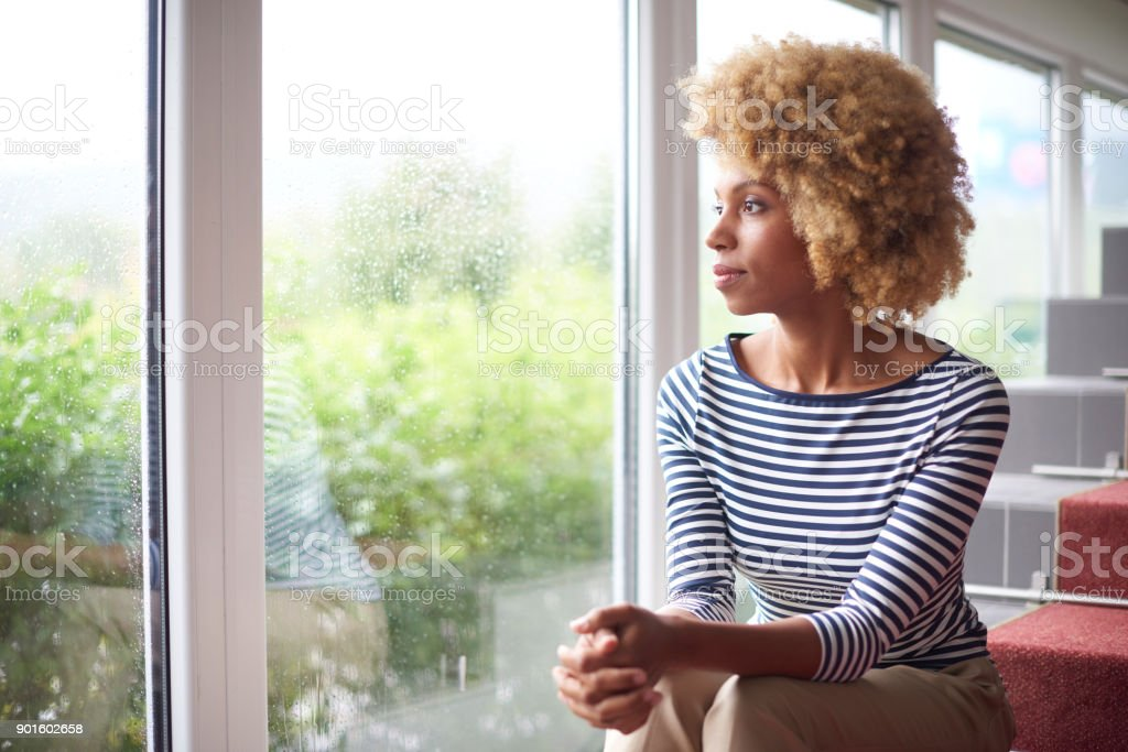 Young woman looking thoughtfully стоковое фото