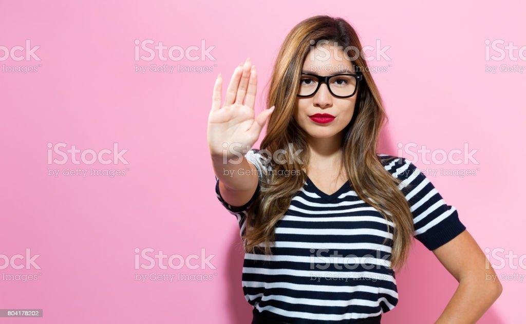 Junge Frau eine Ablehnung pose – Foto