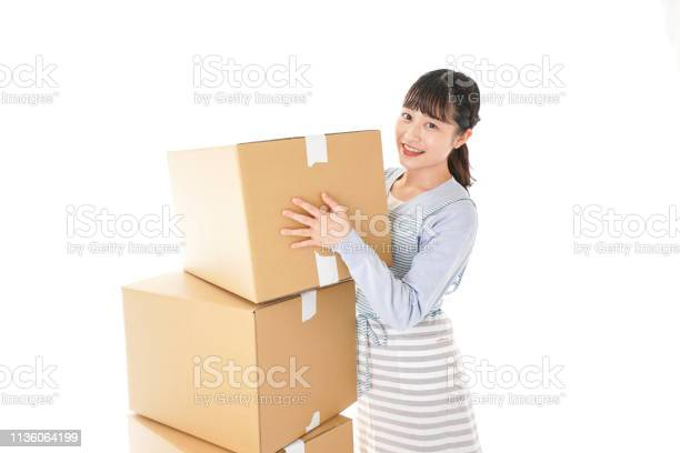 Young woman moving to new home picture id1136064199?b=1&k=6&m=1136064199&s=612x612&h=tlzntbgbadeulzw92eytguwbhm2jaywsd ktdufqz6o=