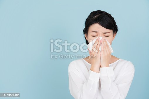 istock Young woman of hay fever 907953082