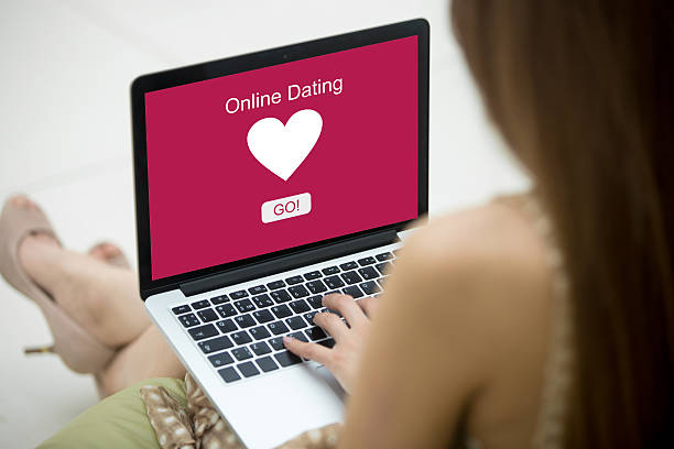 young woman on dating site - lugar de interés fotografías e imágenes de stock