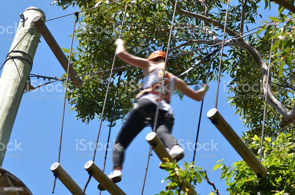 Young woman on treetop adventure climbing – Foto