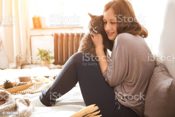 Young woman playing with cat in home picture id873902906?b=1&k=6&m=873902906&s=612x612&h=xntxmotgnmdkzsh5wmzpcnp77hrzqtedhpxzbkijebg=