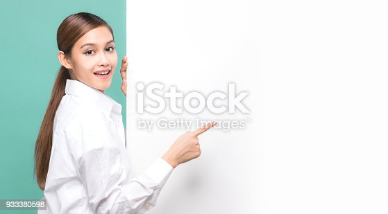 933380808 istock photo Young woman pointing message board. 933380598