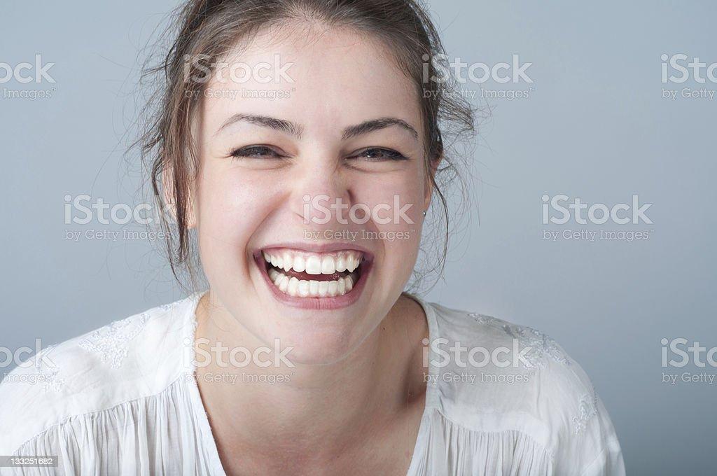 Ritratto Di Giovane Donna Con Un Sorriso Aperto - Fotografie stock e altre  immagini di 20-24 anni - iStock