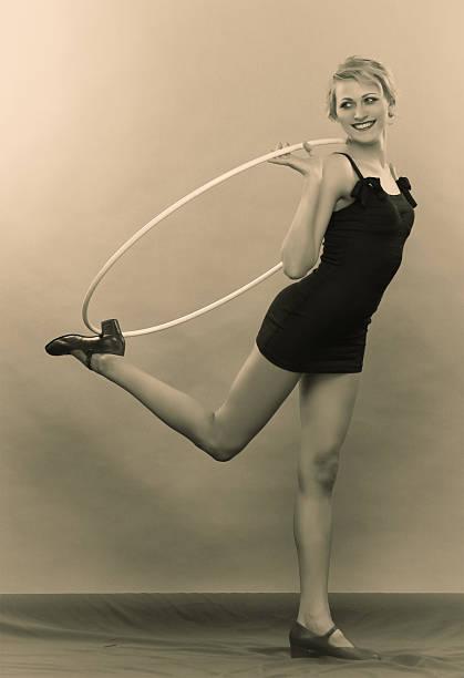 1930 er jahre. hoopla zeit! - hula hoop workout stock-fotos und bilder