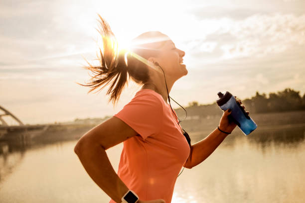 Young woman running against morning sun picture id1182436440?b=1&k=6&m=1182436440&s=612x612&w=0&h=mlp1omf bgqtxy2qk nmdznhpqfgkxld 8itrxy10oi=