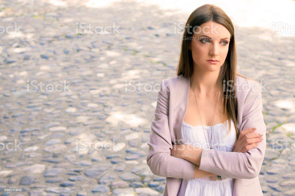 Mujer joven tristeza frustración problema. No para su trabajo. foto de stock libre de derechos