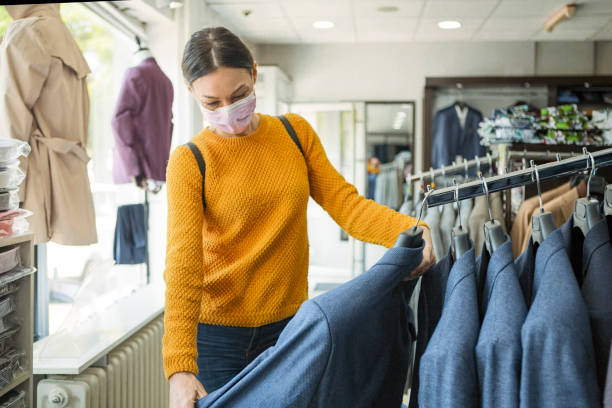 Young woman shopping at the time of virus wearing protective mask Shopping at the time of virus buying stock pictures, royalty-free photos & images