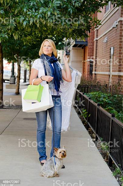 Young woman shopping in the city picture id459472397?b=1&k=6&m=459472397&s=612x612&h=11iwnx yvdnifp9jxeutohvz5gx8jnjdpejov5d9hgu=