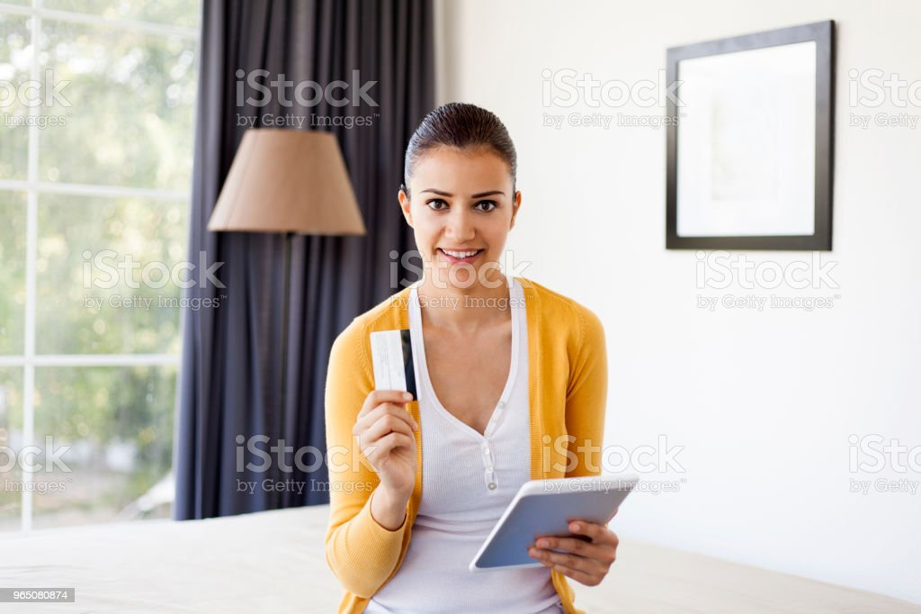 young woman shopping online zbiór zdjęć royalty-free