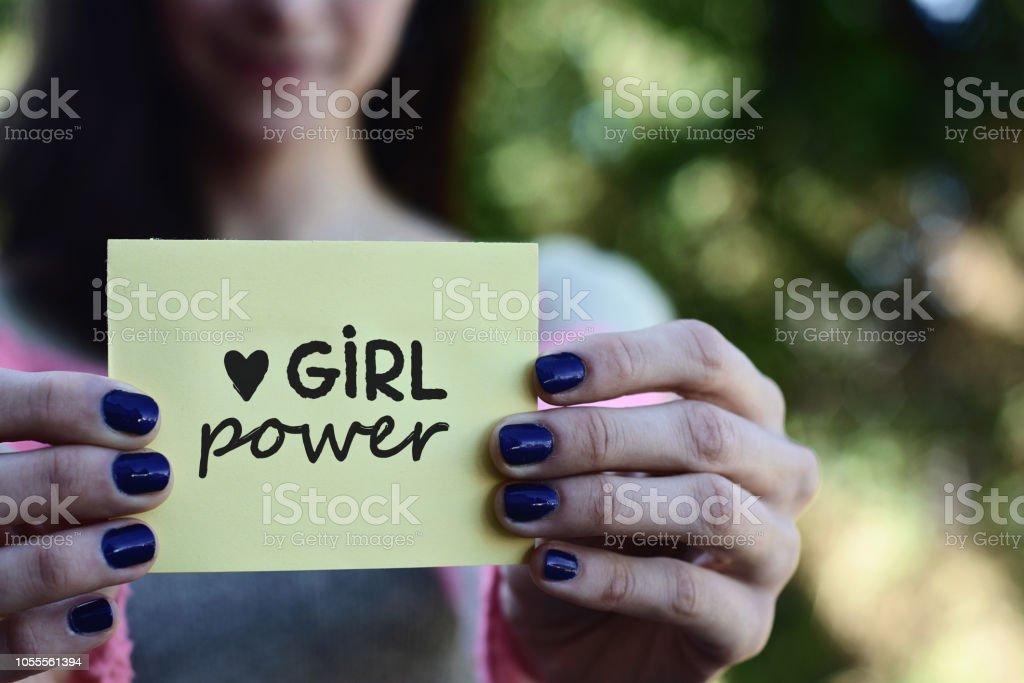 Genç kadın bir not defteri kız güç metinle gösterilen stok fotoğrafı
