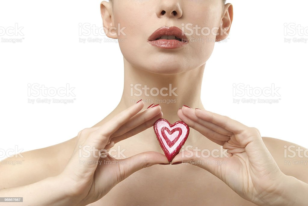 Junge Frau mit herzförmige candy. Lizenzfreies stock-foto