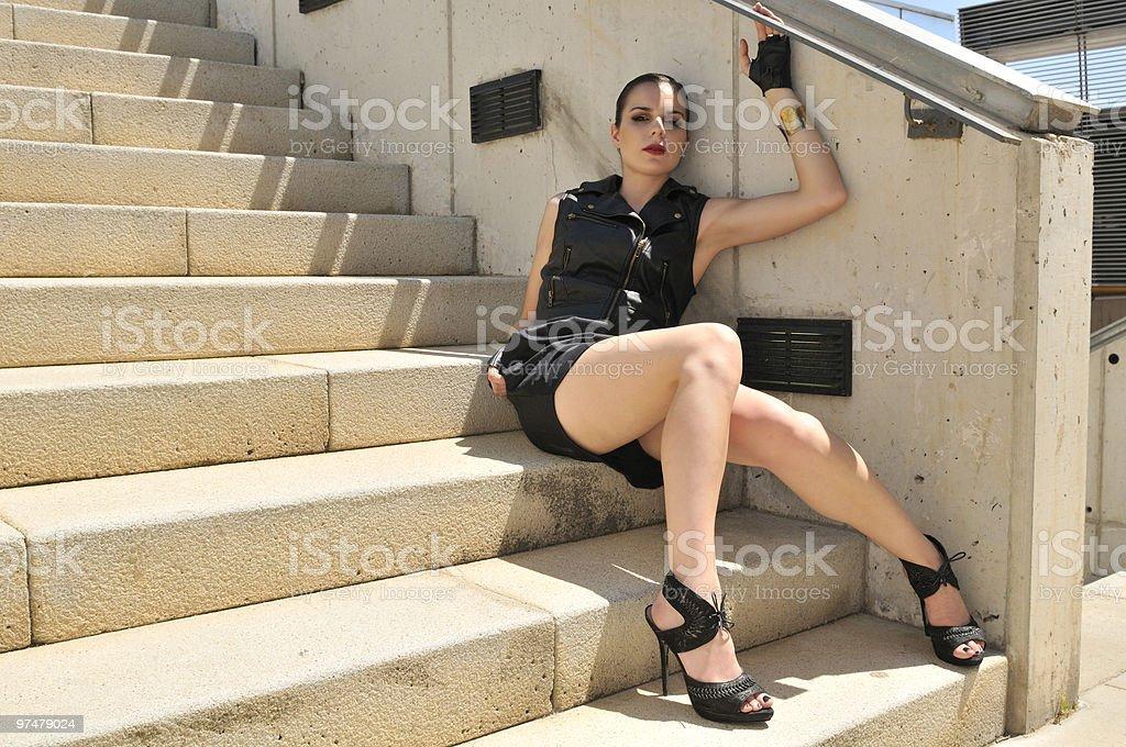 На лестнице в короткой юбке видео