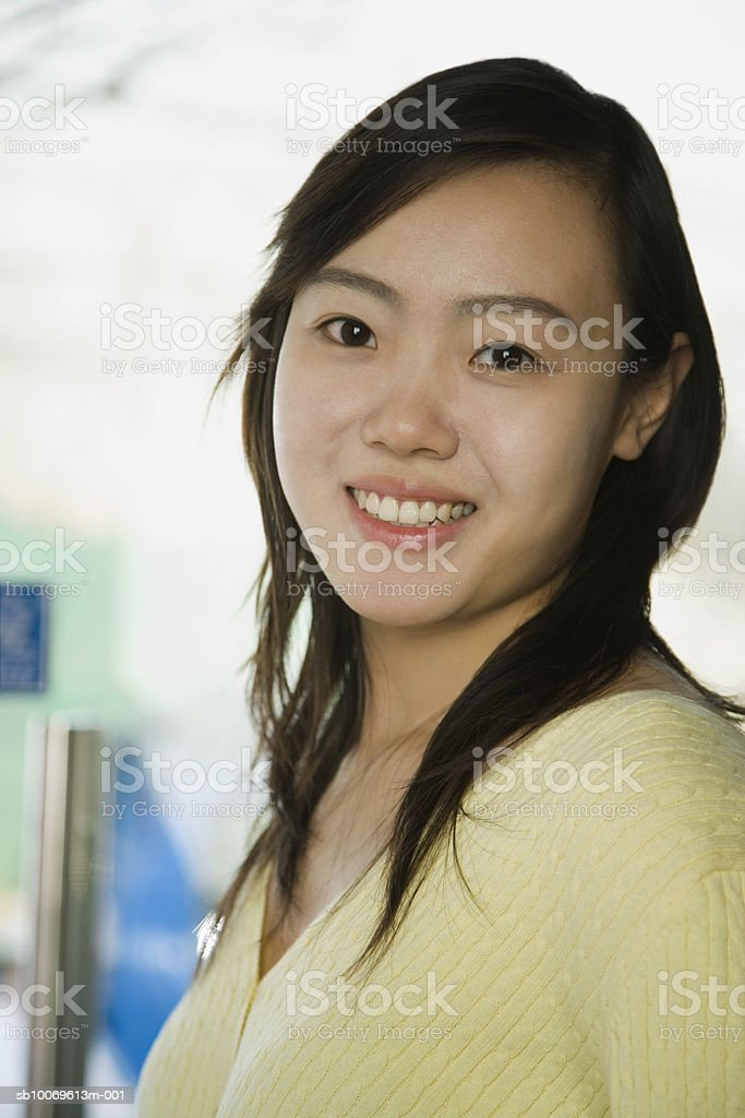 Young woman smiling, portrait, close-up foto stock royalty-free