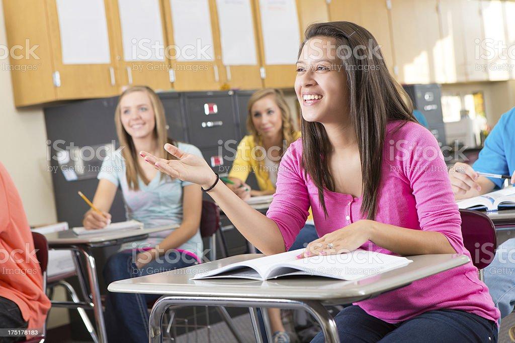 Fotografía de Mujer Joven Hablando En Su Escuela Secundaria Clase y ...
