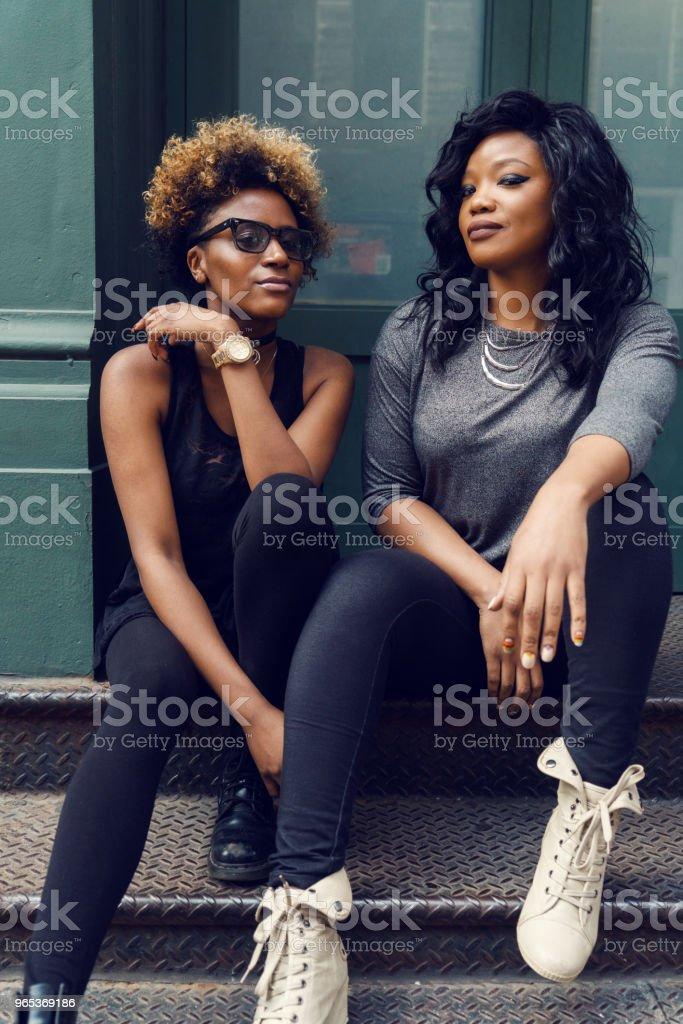 젊은 여 자가 거리 초상화, 뉴욕 - 로열티 프리 2명 스톡 사진