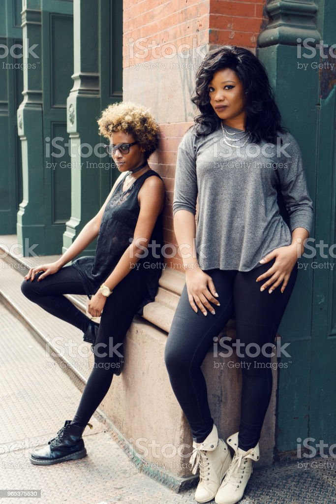 Junge Frau Straße Porträt, New York - Lizenzfrei Afrikanischer Abstammung Stock-Foto