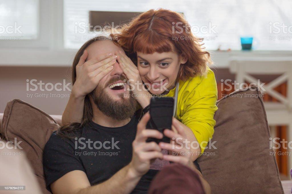 Frau überraschen