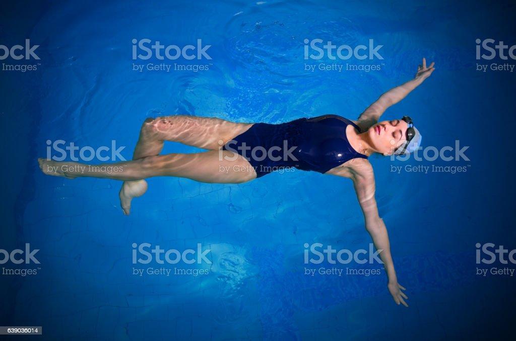 Junge Frau Schwimmer – Foto