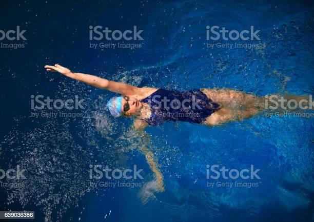 Junge Frau Schwimmer Stockfoto und mehr Bilder von Aktiver Lebensstil