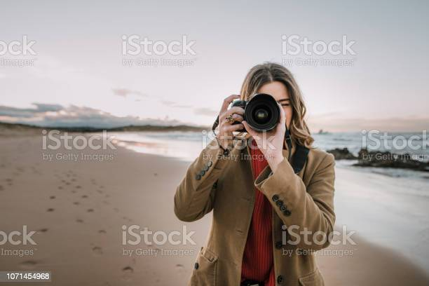 Young woman taking a picture with a modern dslr camera picture id1071454968?b=1&k=6&m=1071454968&s=612x612&h=euctrl1xypeuwnvdmon5u4p2yq81vbravpes2bm8aqe=